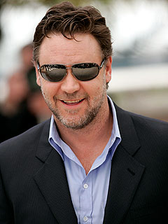 Russell Crowe Recalls Getting His Feet Wet at Cannes – Literally