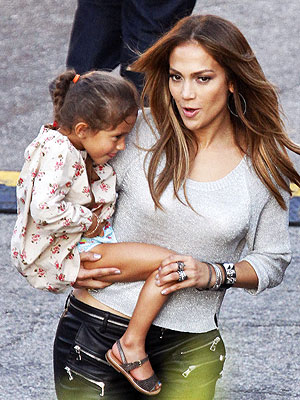 Jennifer Lopez Daughter on Jennifer Lopez And Daughter Emme