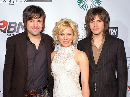 CMA Awards 2011: Taylor Swift, the Band Perry Parties in Nashville
