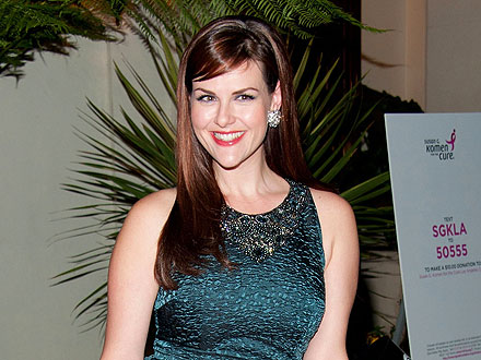 Sara Rue Indulges in Turkey Burgers & Sweets