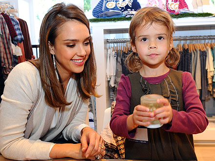 Jessica Alba and Honor Make a Snow Globe for Haven
