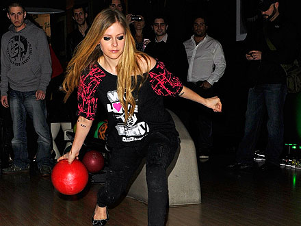 Avril & Brody's Romantic Bowling Date