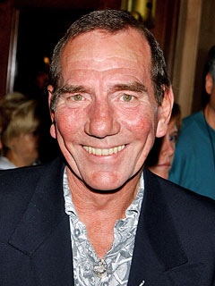 Actor Pete Postlethwaite Dies at 64