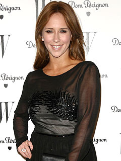 Jennifer Love Hewitt Gets the Party Started &#8211; Early!