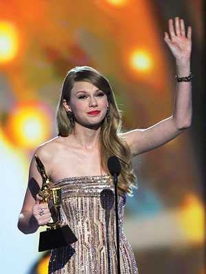Billboard Music Awards to Taylor Swift, Justin Bieber, Beyoncé
