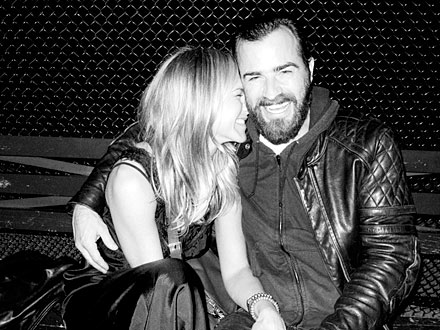 Jennifer Aniston and Justin Theroux Snuggle in New York City