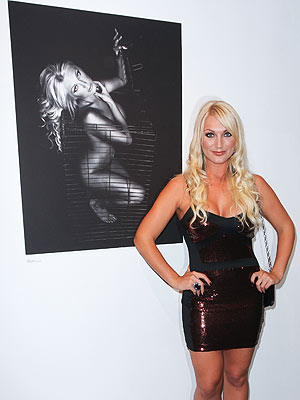 Brooke Hogan Unveils Nude Photo ? in Front of Her Dad! | Brooke Hogan