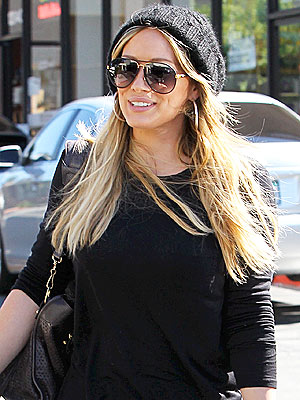 Pregnant Hilary Duff Leaves Lunch with Leftovers
