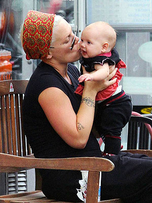 Pink & Daughter Willow: Baby Pictures