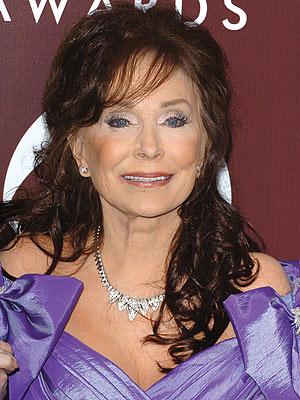 Loretta Lynn Hospitalized