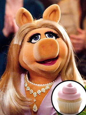 Muppets: Miss Piggy Throws Cupcakes at Paparazzi