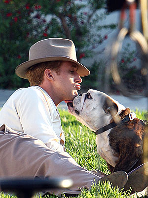 Ryan Gosling Kissed by Bulldog in The Gangster Squad