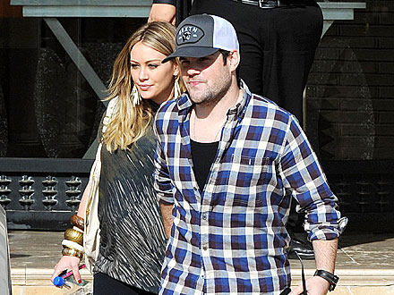Hilary Duff and Hubby 'Babymoon' in Hawaii