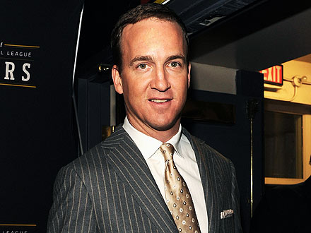 Peyton Manning Earns a Round of Applause at Denver Steakhouse