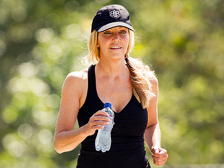 A &#39;Happy&#39; Heather Locklear Emerges from Seclusion &#8211; for Mexican Food!