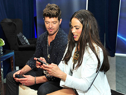 Robin Thicke & Paula Patton Share a Week of PDA