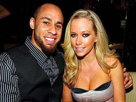 Kendra Wilkinson & Hank Baskett Share Mellow Dinner with Pals