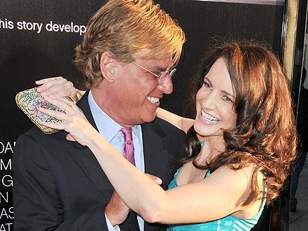 Kristin Davis Dating Aaron Sorkin? Kissing Pictures from The Newsroom Premiere