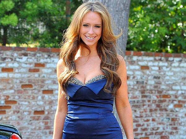 Jennifer Love Hewitt: The Cupcake Queen of Beverly Hills