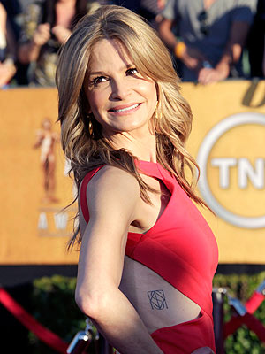 Kyra Sedgwick Exposes a New Tattoo on SAG Red Carpet
