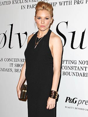 Sienna Miller Pregnant: Baby Bump Photo