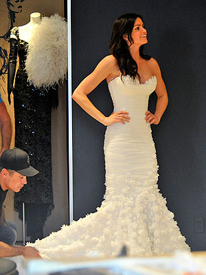 The Bachelor: Courtney Robertson Tries on Wedding Dress