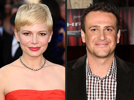 Jason Segel, Michelle Williams Get Cuddly