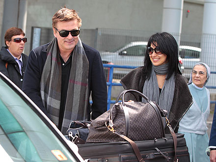 Alec Baldwin Engaged: Actor and Fiancee Hilaria Thomas Arrive in Italy