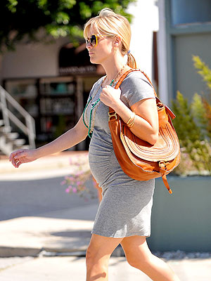 Reese Witherspoon Pregnant Baby Bump Photo