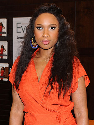Jennifer Hudson Leaves Courtroom to Avoid Seeing Bloody Photos | Jennifer Hudson