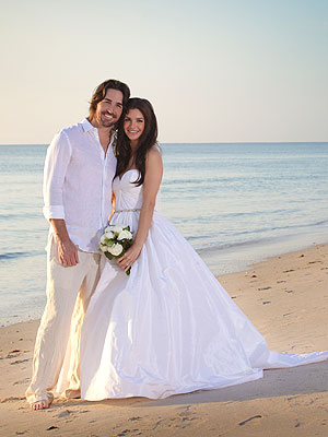 Jake Owen, Lacey Buchanan Married at Sunrise; Beach Wedding Photo