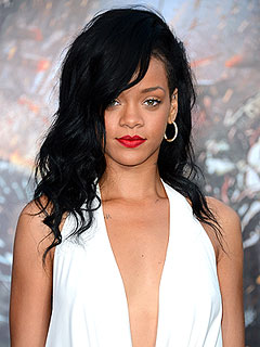 Rihanna Chews Gum for Dinner at L.A. Premiere of Battleship | Rihanna