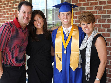 American Idol Winner Scotty McCreery Graduates from High School - Picture