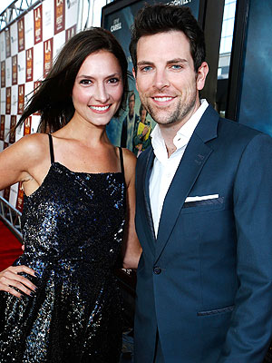 The Voice's Chris Mann Engaged to Laura Perloe