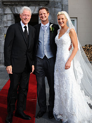 Bill Clinton Poses for Couple's Wedding Photos in Ireland