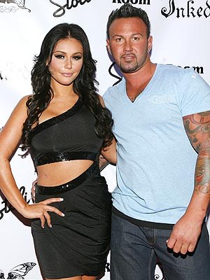 "Jenni ""JWOWW"" Farley of ""Jersey Shore"" Engaged to Roger Mathews"