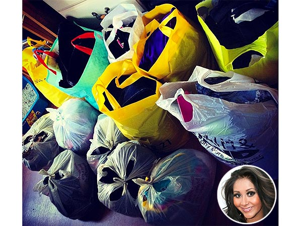 Hurricane Sandy: Snooki Donating Clothes