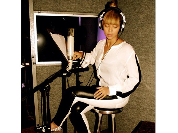Beyonce Photos - The Singer Returns to the Studio