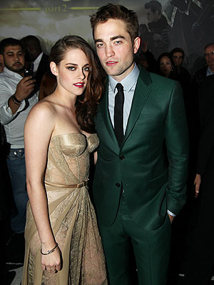 Breaking Dawn - Part 2: Robert Pattinson and Kristen Stewart Post at Premiere