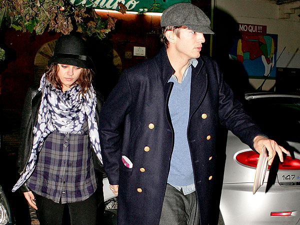 Ashton Kutcher & Mila Kunis Dine in Rome