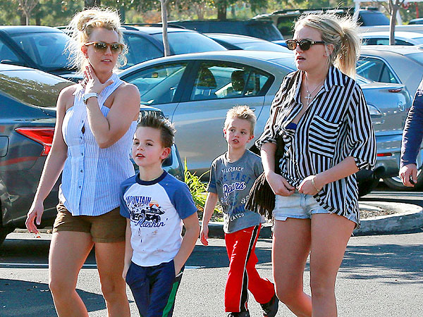 Britney Spears & Jamie Lynn Spears Shop in Los Angeles
