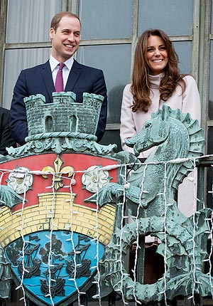 Kate and William Get a Baby Gift in Cambridge