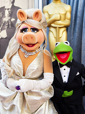 Miss Piggy Goes Glam at the Oscars