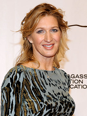Steffi Graf Rescues Dog from Coyote