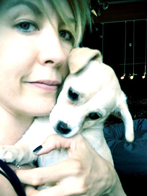 Jenna Elfman Adopts a Puppy