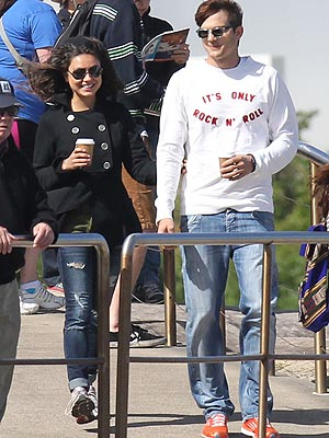 Ashton Kutcher, Mila Kunis Visit Sydney Zoo