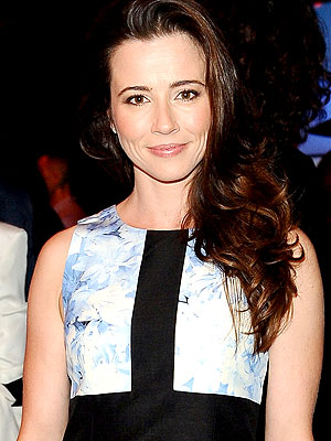 Linda Cardellini Engaged: Mad Men Star to Wed Steven Rodriguez