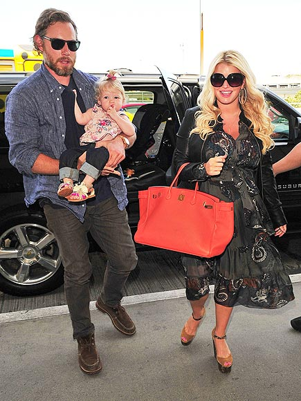 Jessica Simpson's Sweet & Simple Bump Style