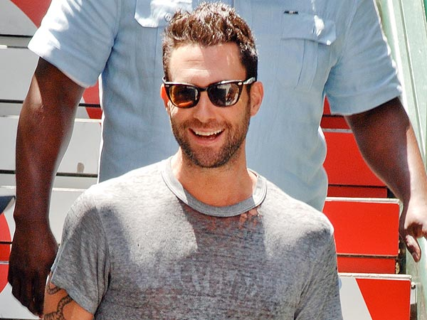 Adam Levine & Friends Have 'Laid Back' Lunch in N.Y.C.