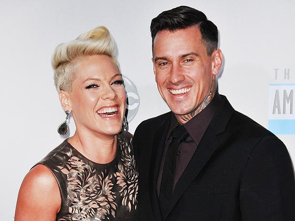 Pink and Carey Hart Dine in Atlanta